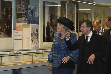 Queen Beatrix led through New RKD by Rudi Ekkart