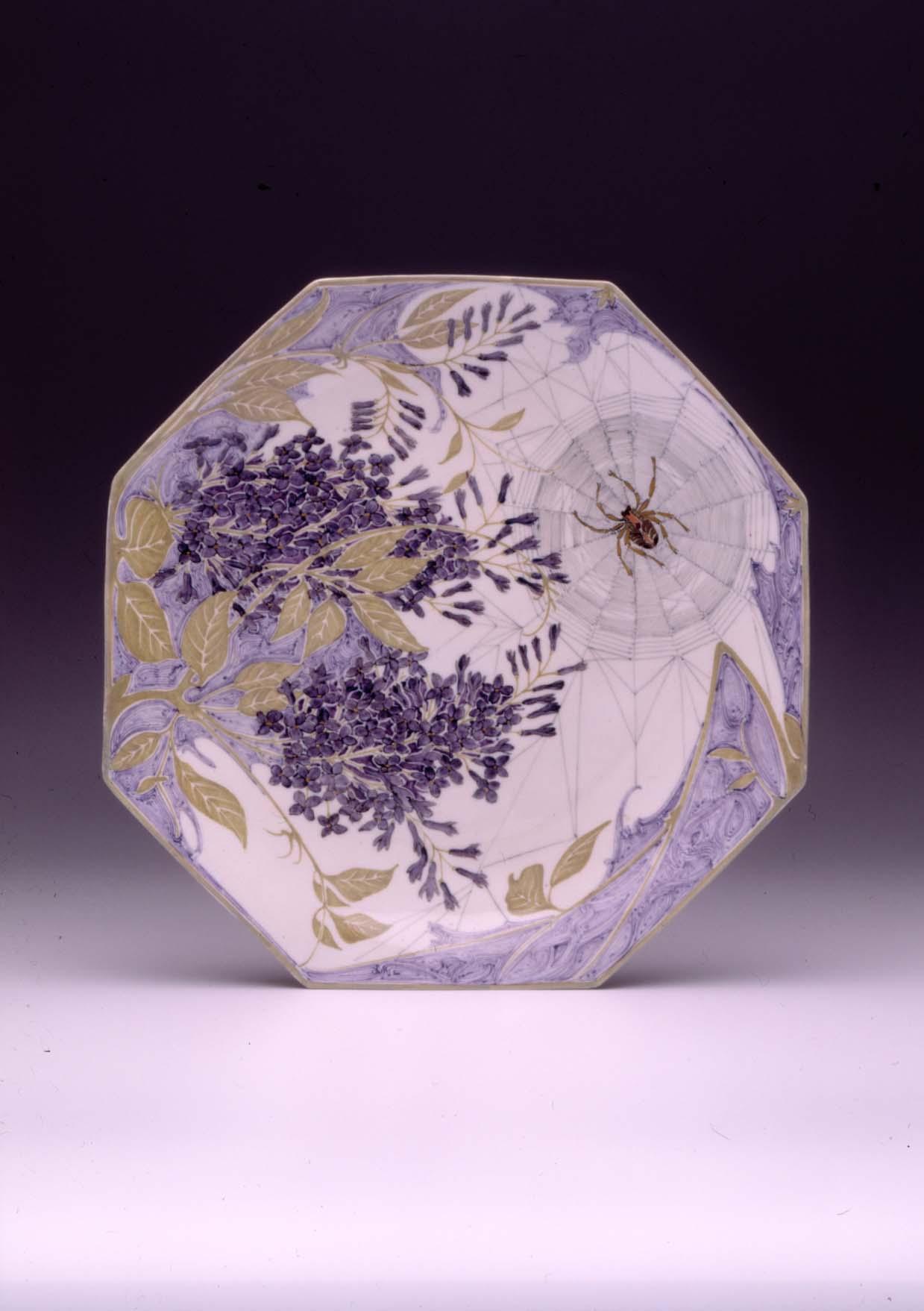 Decorative saucer from the Rozenburg Delftware factory, The Hague, 1908. Assen, Drents Museum