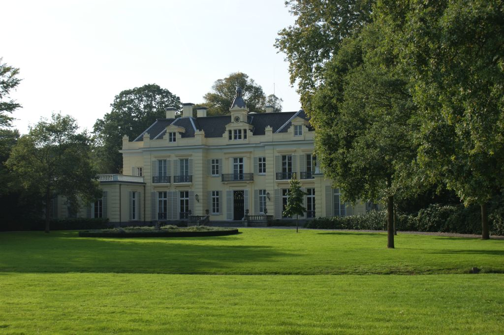 Fig. 7. View of the front of De Hartekamp, a country house at Heemstede. Photo credit @ René Dessing
