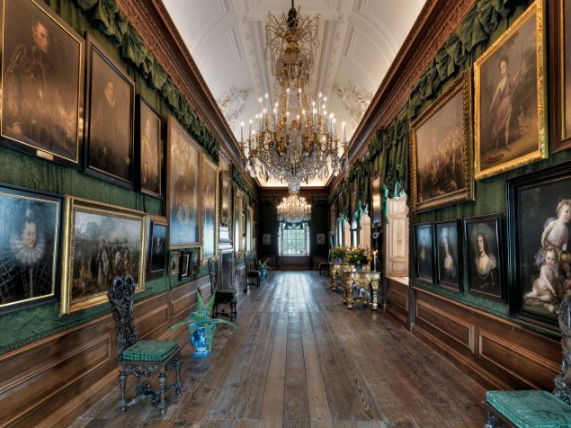 Paintings gallery in the palace