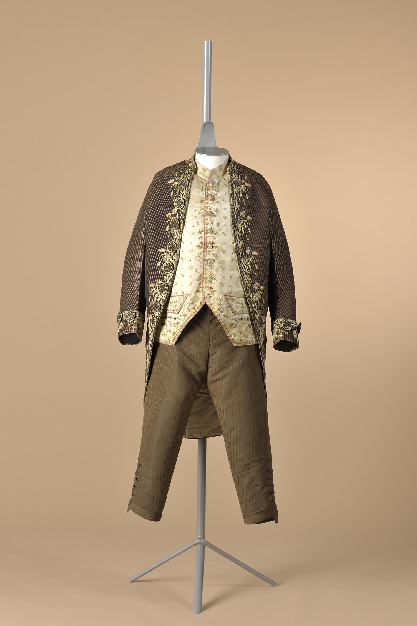 Fig.2 Habit à la française, 1770-1790. Modemuseum Hasselt © Modemuseum Hasselt