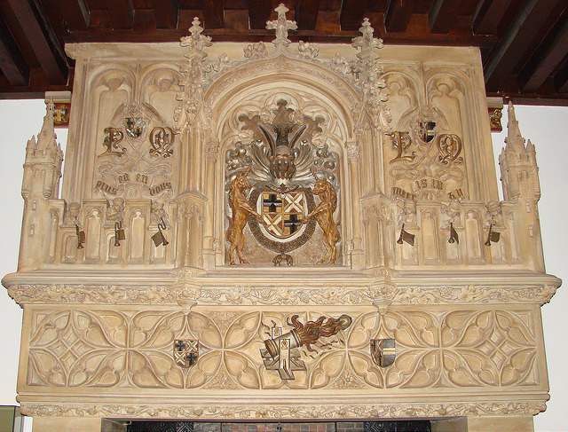 The ornate fireplace in the Hall of Honor of the Gruuthusemuseum, 19th century © Sarah Bauwens