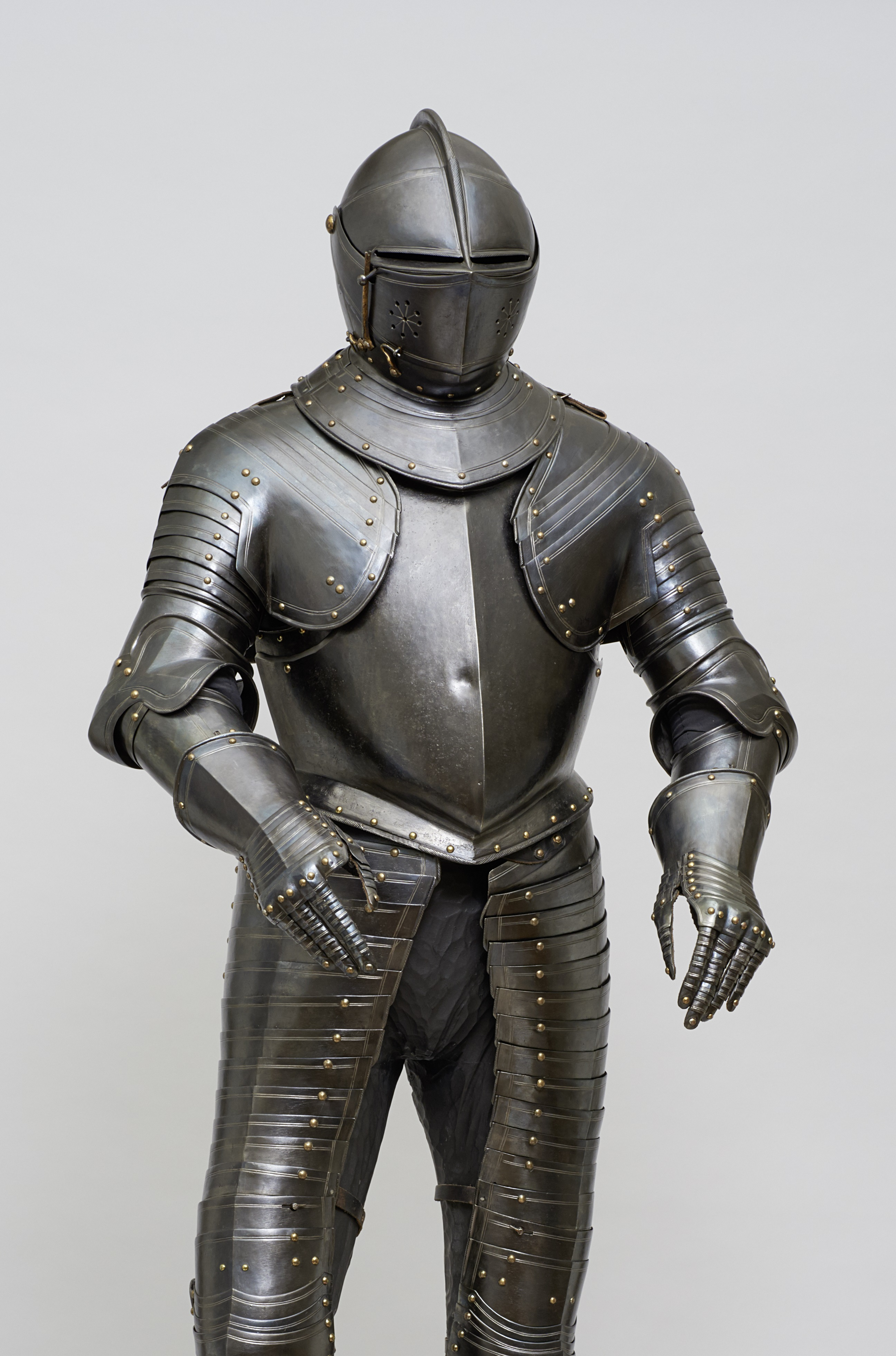 Fig. 3: The cavalry armor made for Maurits, prince of Orange (1567-1625), Netherlandish, ca. 1590/95 Kunsthistorisches Museum, Vienna