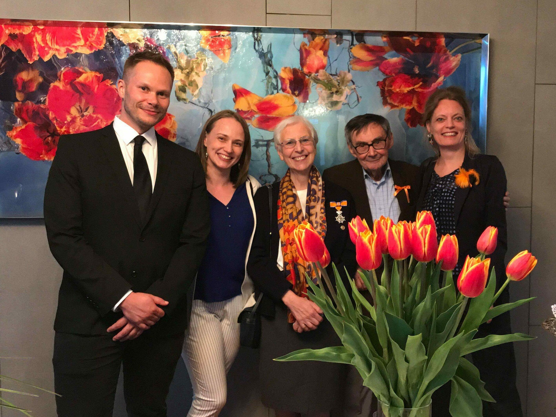 Piotr Borusowksi, Hanna Benesz, Aleksandra Janiszewska, Marian Turski, and Gerdien Verschoor at the Dutch Embassy in Warsaw in 2017