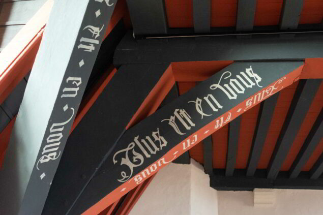 Lodewijk van Gruuthuse's motto 'Plus est en vous' (there is more in you) Photo: Sarah Bauwens (courtesy of the museum)