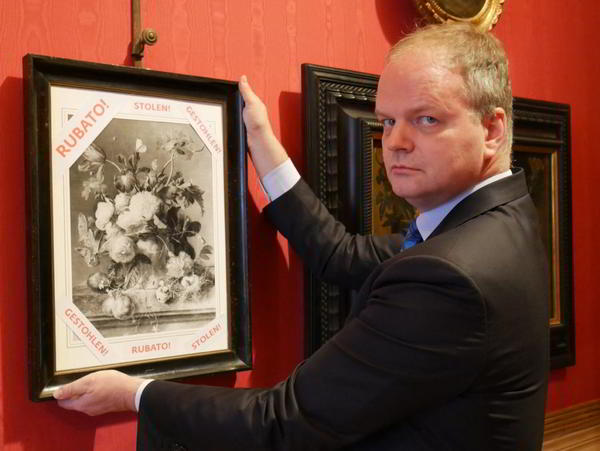 Uffizi director Eike Schmidt posing with the copy of the still-life Photo: Uffizi Galleries on Twitter