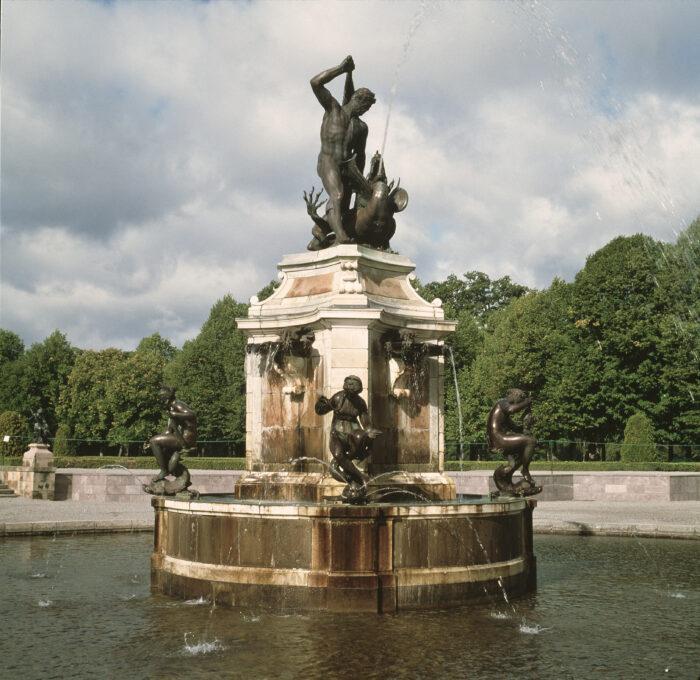 Adriaen de Vries (ca. 1556–1626), <em>Hercules Fountain</em><br> Drottningholm Palace, Photo: Per-Åke Persson/Alexis