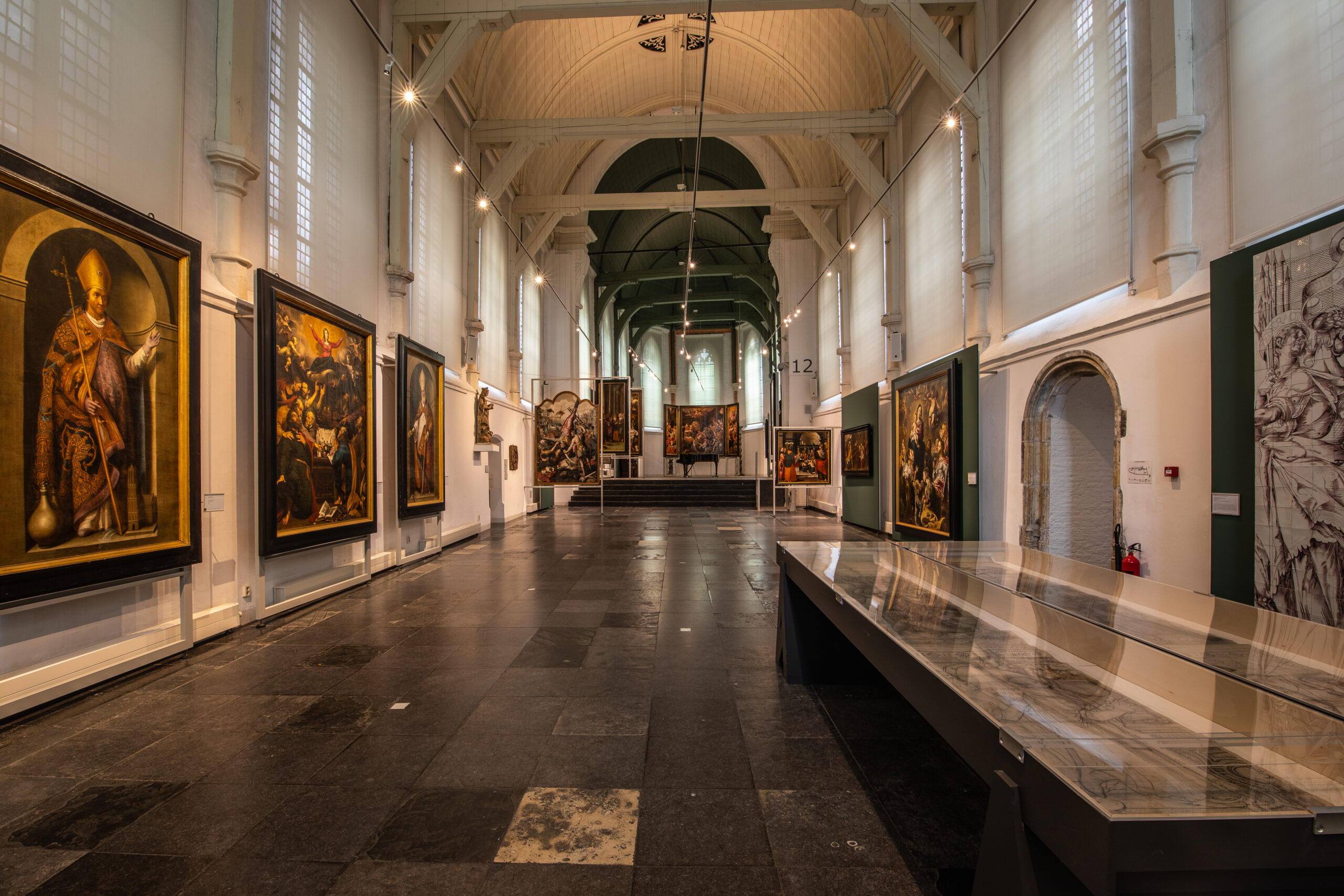 The chapel of Museum Gouda with sixteenth and seventeenth century altarpieces and two cartoons from the Church of St John (photo: Hans Tibben)